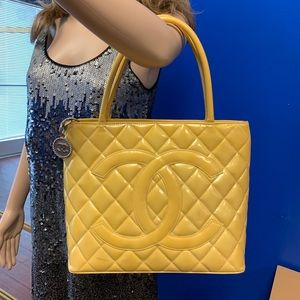CHANEL MEDALLION ENAMEL YELLOW PATENT LEATHER TOTE